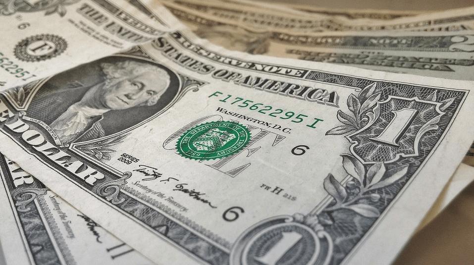 Foto: Pixabay.El peso inicia la semana con una apreciación de 1.09% o 20.6 centavos, cotizando alrededor de 18.63 pesos por dólar.